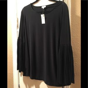 NWT Avenue 1x  knit pullovers/ pleated bell sleeve